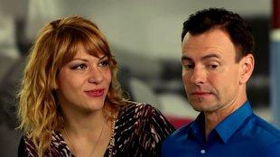 Русская пара и новый друг смотреть видео, мастурбировала в туалете общественном